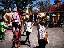 Cultureel toon uitvoerders binnen Nayong Pilipino in Clark Field in Mabalacat, Pampanga royalty-vrije stock afbeelding