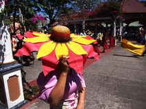 Cultureel toon uitvoerders binnen Nayong Pilipino in Clark Field in Mabalacat, Pampanga stock afbeelding
