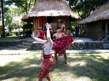 Cultureel toon uitvoerders binnen Nayong Pilipino in Clark Field in Mabalacat, Pampanga stock afbeeldingen