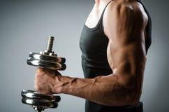 Culturista rasgado muscular Foto de archivo libre de regalías