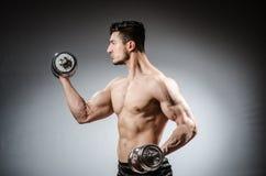 Culturista rasgado muscular Imagen de archivo libre de regalías