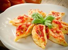 Culurgiones met tomatensaus Stock Foto's