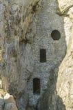 Culver hål, medeltida duvslag i en grotta, Gower Peninsula royaltyfri foto
