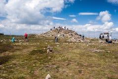 Cumbre de la colina de Kralicky Sneznik durante verano Foto de archivo