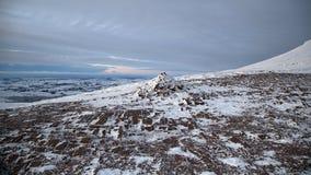 Cumbre de la montaña de la fan de la pluma y en invierno fotografía de archivo