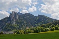 Cumbre de Moucherotte y rocas de Trois Pucelles imagenes de archivo