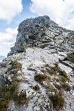 Cumbre del pico de Ostry Rohac en las montañas occidentales de Tatras en Eslovaquia Imágenes de archivo libres de regalías
