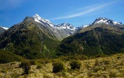 Cumbre dominante en el parque nacional de Fiordland, Nueva Zelanda fotografía de archivo libre de regalías