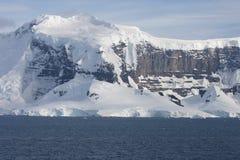 Cume da montanha na aleia do iceberg Foto de Stock