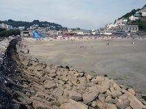 Cume da rocha da praia do meio-dia. Imagens de Stock