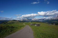 Cume e montanhas panorâmicos idílico maravilhosos nas dolomites/cume de siusi/para o sul Tirol Fotos de Stock