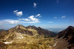 Cume e vale da montanha Fotografia de Stock