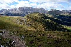 Cume idílico maravilhoso scenry e montanhas da dolomite Foto de Stock