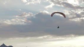 Cume que sobe, elevador dos Paragliders do cume filme
