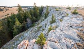 Cume rochoso na garganta perdida acima da água da luz do amanhecer na escala do cavalo selvagem das montanhas de Pryor em Wyoming Foto de Stock Royalty Free