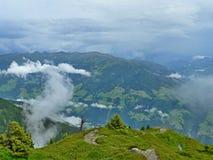 Cume-vista austríaca dos cumes da estrada da montanha alta Fotos de Stock