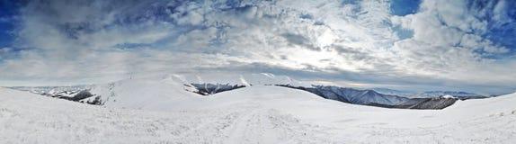 Cumes da montanha do inverno Fotografia de Stock