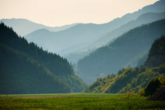 Cumes da montanha no por do sol Fotografia de Stock
