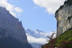 Cumes do suíço de interlaken da queda do staubbach de Lauterbrunnen Imagens de Stock Royalty Free