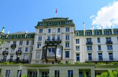Cumes suíços: Belle Epoque Kronenhof Grand Hotel luxuosa em Pon imagens de stock royalty free