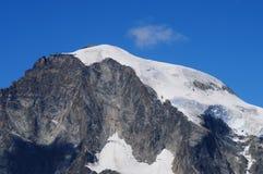 Cumes suíços: A geleira de Piz Bernina perto de Pontresina no Engadin superior imagens de stock