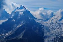 Cumes suíços: A geleira do ¼ de Piz Palà em montanhas do grupo de Bernina perto de Pontresina no Engadin superior fotos de stock