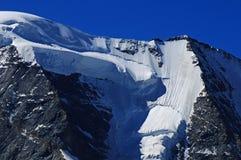 Cumes suíços: A geleira do ¼ de Piz Palà em montanhas do grupo de Bernina perto de Pontresina no Engadin superior fotografia de stock royalty free
