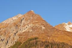 Cumes suíços: A proteção da avalancha no pico da montanha de Parsenn/Weissfluhjoch acima da cidade de Davos fotografia de stock royalty free