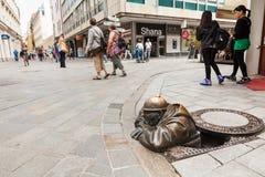 Cumil - Statue in Bratislava, Slowakei Stockfoto