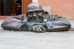 Cumil - Statue in Bratislava, Slowakei Lizenzfreies Stockbild