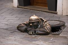 Cumil staty i Bratislava Arkivbild
