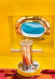 Cumownica i morza okno na żółtej łodzi Zdjęcia Royalty Free