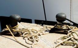 Cumownicza poczta na nabrzeżu w małym marina, element dla mo Zdjęcia Stock