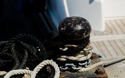 Cumownicza poczta na nabrzeżu w małym marina, element dla mo Zdjęcie Stock
