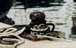 Cumownicza poczta na nabrzeżu w małym marina, element dla mo Fotografia Stock