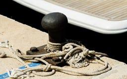 Cumownicza poczta na nabrzeżu w małym marina, element dla mo Obraz Stock
