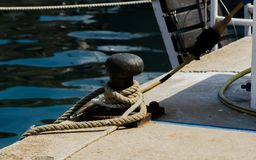 Cumownicza poczta na nabrzeżu w małym marina, element dla mo Fotografia Royalty Free