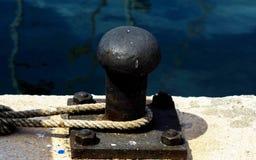 Cumownicza poczta na nabrzeżu w małym marina, element dla mo Obrazy Royalty Free