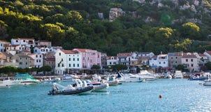 Cumownicze łodzie w zdroju miasteczku Zdjęcia Stock