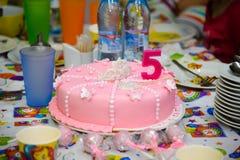 Cumpleaños rosado de la torta Foto de archivo