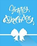 Cumpleaños de la tarjeta de la enhorabuena feliz, letras blancas y arco en azul brillante, vector Fotografía de archivo libre de regalías