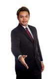 Cumprimento asiático do homem de negócios com agitação da mão Fotografia de Stock Royalty Free