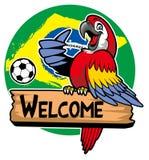 Cumprimento do pássaro da arara com bandeira de Brasil como um fundo Imagens de Stock