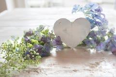 Cumprimentos da flor para o dia de mães Imagens de Stock Royalty Free