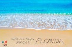 Cumprimentos de FLorida escrito em uma praia tropical Fotografia de Stock Royalty Free