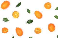 Cumquat或金桔与一半在白色背景 顶视图 平的位置样式 免版税图库摄影