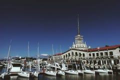 Cumujący jachty są przy portu morskiego ` s zdjęcie stock