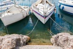 Cumujący jachty w zatoce Lato ranek na Jeziornym Gardzie Włochy, Europa Ja lokalizuje w NorthernItaly Obraz Stock