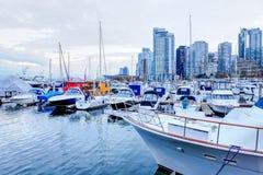 Cumujący marina przy Węglowym schronieniem w Vancouver i jachty, Kanada Zdjęcia Royalty Free