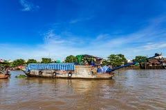 Cumujący ogonu sampan blisko lub Możemy Tho, Mekong delta, Wietnam zdjęcia stock